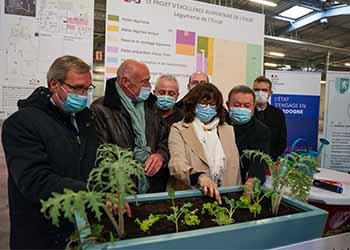 Plantation de la première graine de la future légumerie de l'Escat